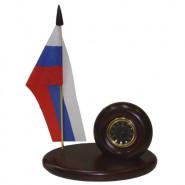 Компактный закамуфлированный под настольные часы индикатор поля Вымпел
